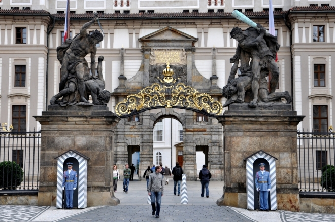 Portal de entrada al Castillo de Praga